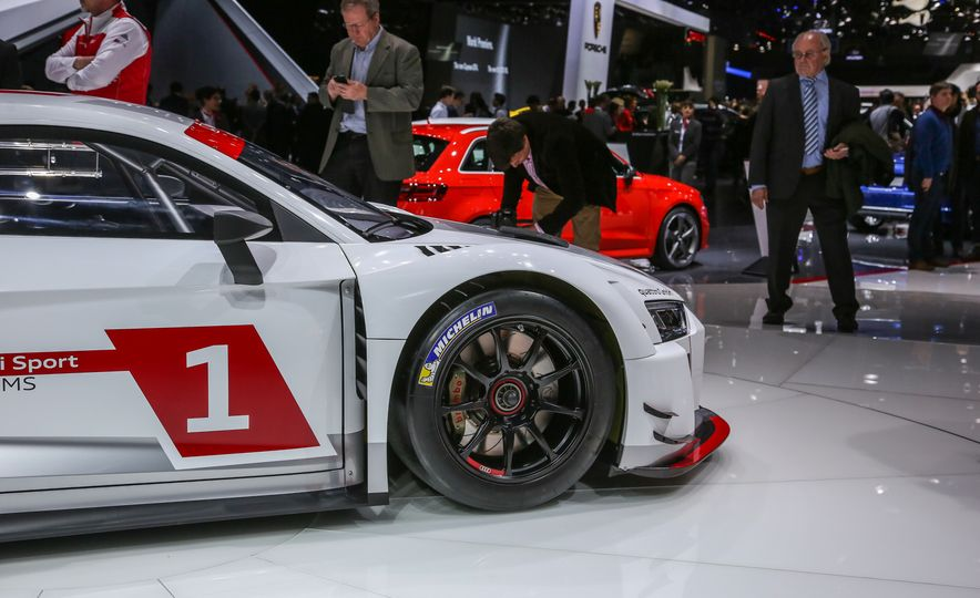 Audi R8 LMS race car - Slide 18