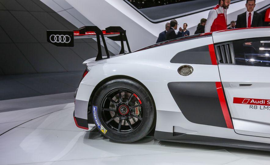 Audi R8 LMS race car - Slide 19
