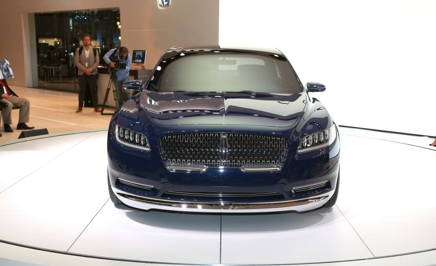 Lincoln Continental concept - Slide 1