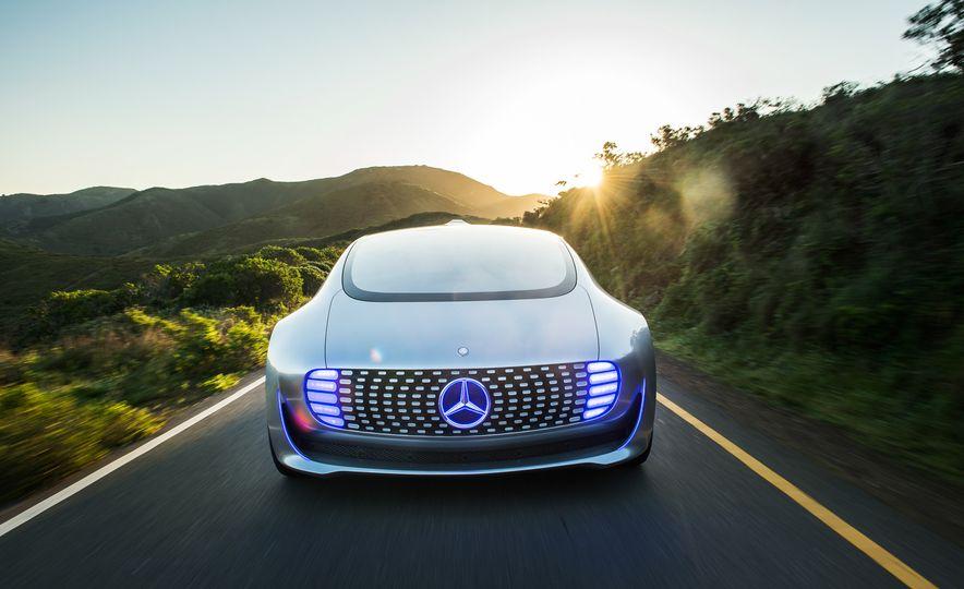 Mercedes-Benz F 015 Luxury in Motion prototype - Slide 1