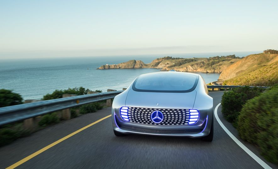 Mercedes-Benz F 015 Luxury in Motion prototype - Slide 2