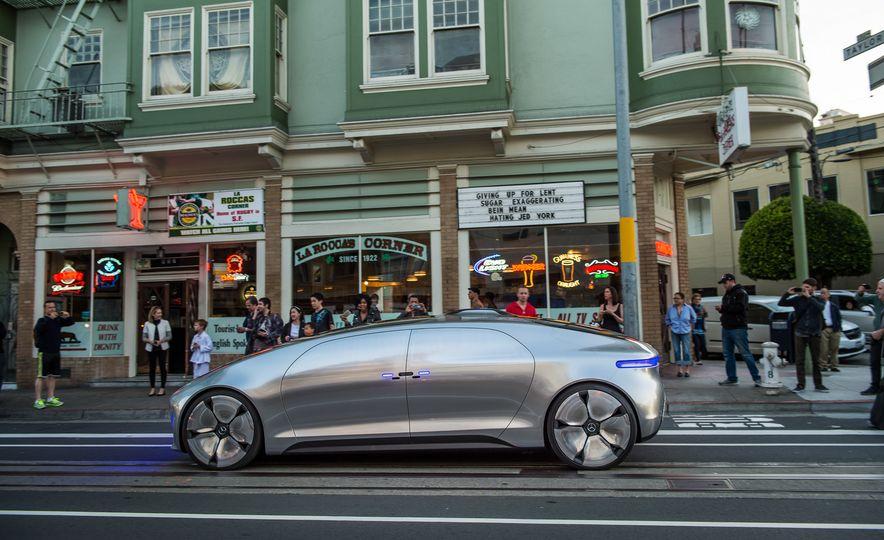 Mercedes-Benz F 015 Luxury in Motion prototype - Slide 15