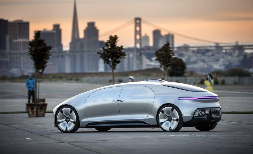 Mercedes-Benz F 015 Luxury in Motion prototype - Slide 5