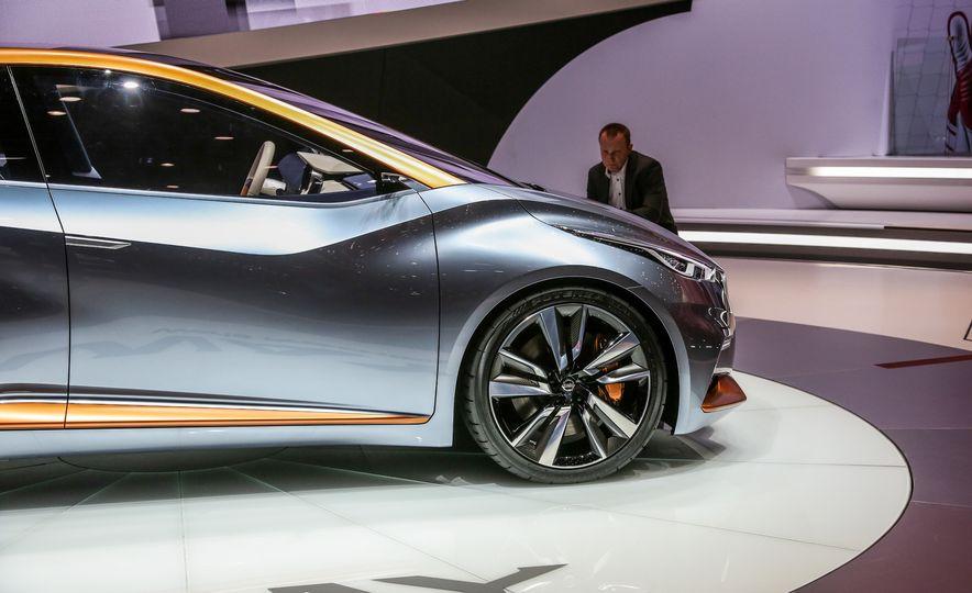 Nissan Sway concept - Slide 12