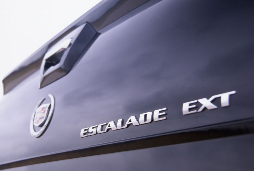 2002 Cadillac Escalade EXT - Slide 6