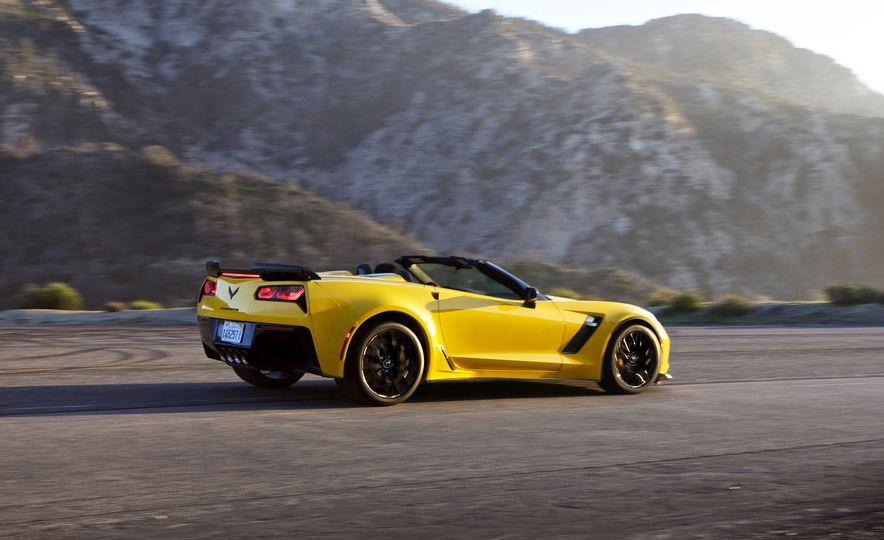 2016 Chevrolet Corvette Z06 C7.R Edition and Chevrolet Corvette C7.R race car - Slide 12