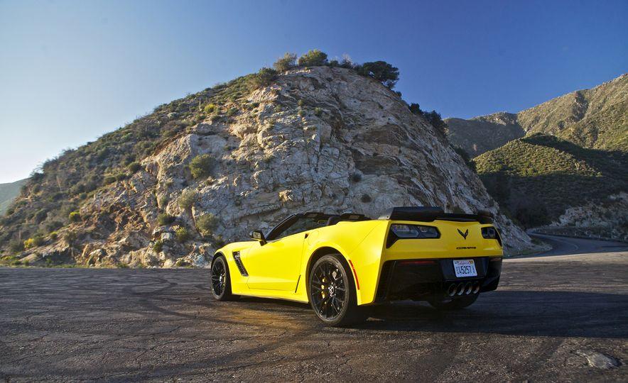 2016 Chevrolet Corvette Z06 C7.R Edition and Chevrolet Corvette C7.R race car - Slide 15