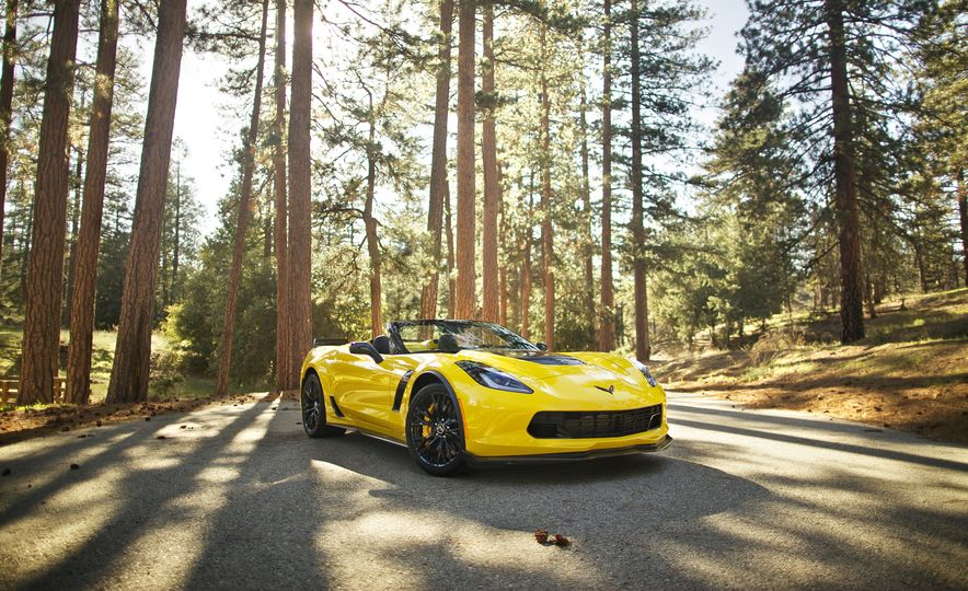 2016 Chevrolet Corvette Z06 C7.R Edition and Chevrolet Corvette C7.R race car - Slide 16
