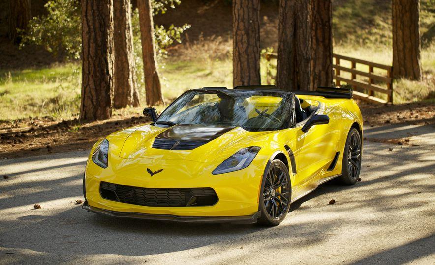 2016 Chevrolet Corvette Z06 C7.R Edition and Chevrolet Corvette C7.R race car - Slide 18