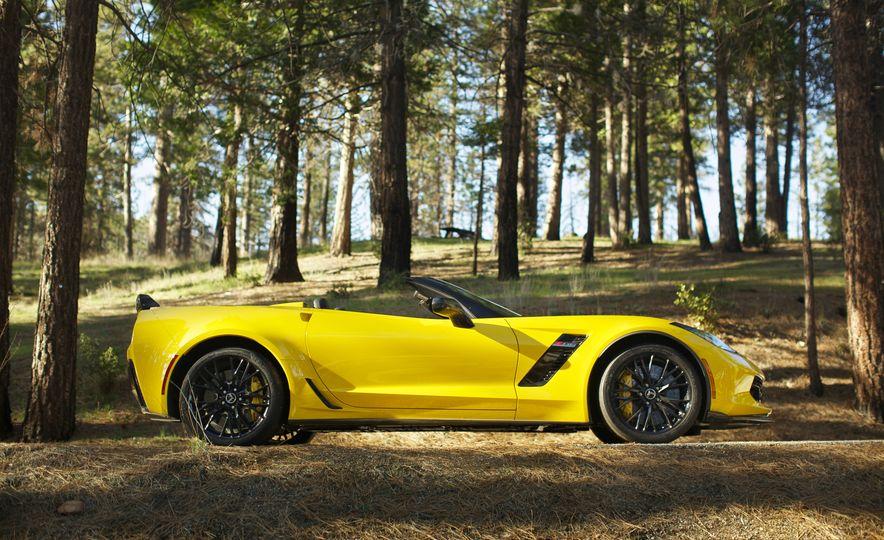 2016 Chevrolet Corvette Z06 C7.R Edition and Chevrolet Corvette C7.R race car - Slide 19