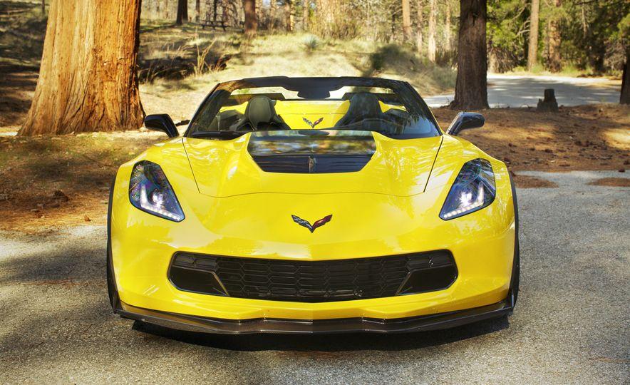 2016 Chevrolet Corvette Z06 C7.R Edition and Chevrolet Corvette C7.R race car - Slide 20