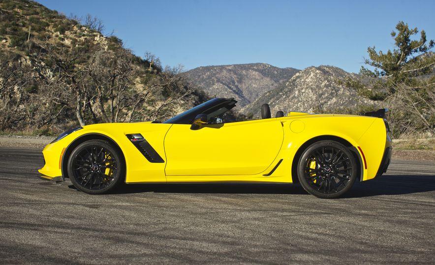 2016 Chevrolet Corvette Z06 C7.R Edition and Chevrolet Corvette C7.R race car - Slide 23