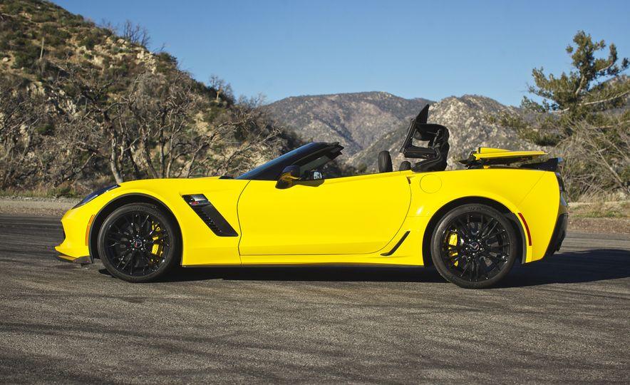 2016 Chevrolet Corvette Z06 C7.R Edition and Chevrolet Corvette C7.R race car - Slide 26