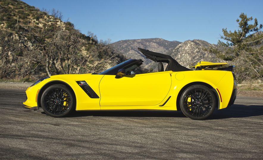 2016 Chevrolet Corvette Z06 C7.R Edition and Chevrolet Corvette C7.R race car - Slide 28