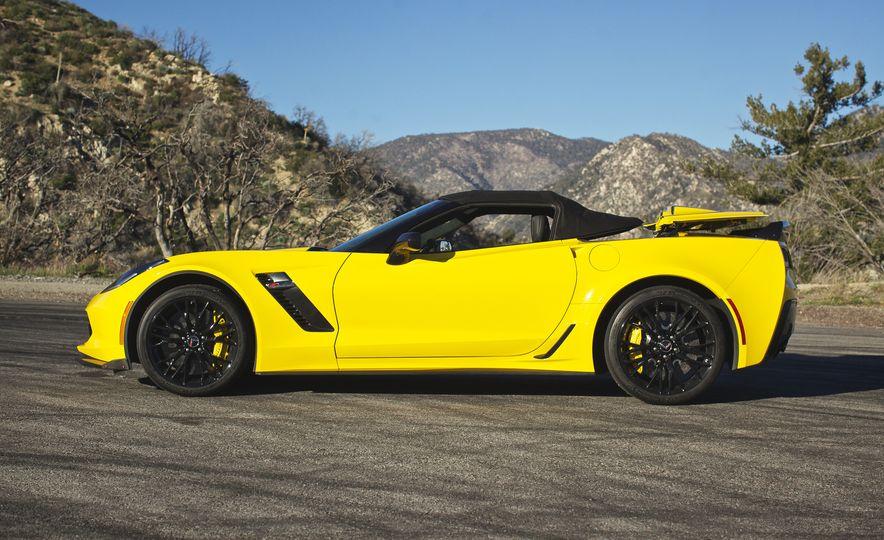 2016 Chevrolet Corvette Z06 C7.R Edition and Chevrolet Corvette C7.R race car - Slide 29