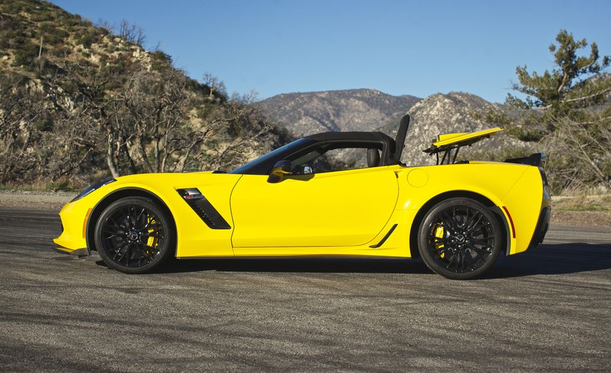 2016 Chevrolet Corvette Z06 C7.R Edition and Chevrolet Corvette C7.R race car - Slide 30