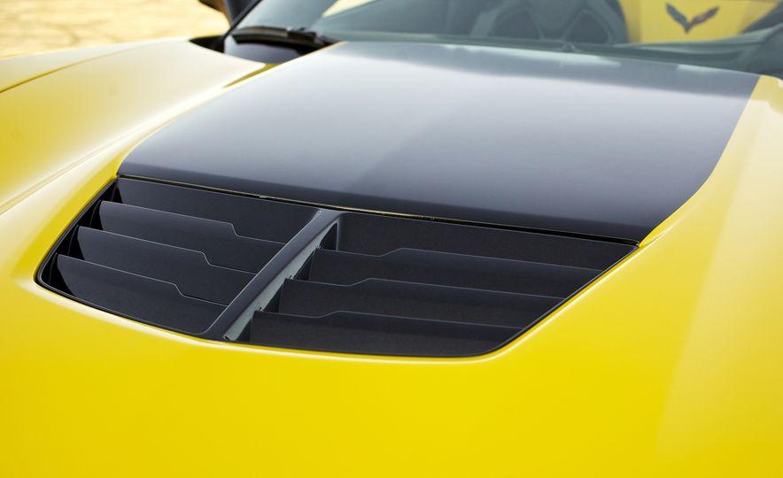 2016 Chevrolet Corvette Z06 C7.R Edition and Chevrolet Corvette C7.R race car - Slide 34