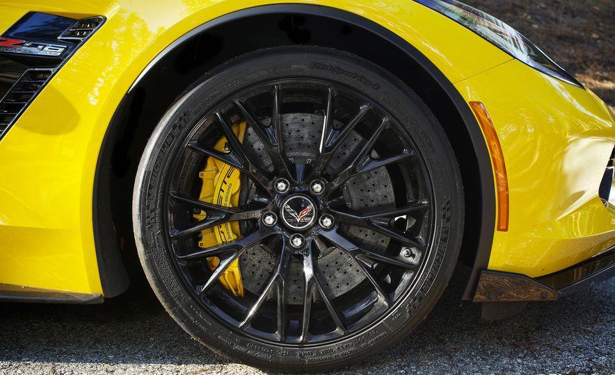 2016 Chevrolet Corvette Z06 C7.R Edition and Chevrolet Corvette C7.R race car - Slide 35