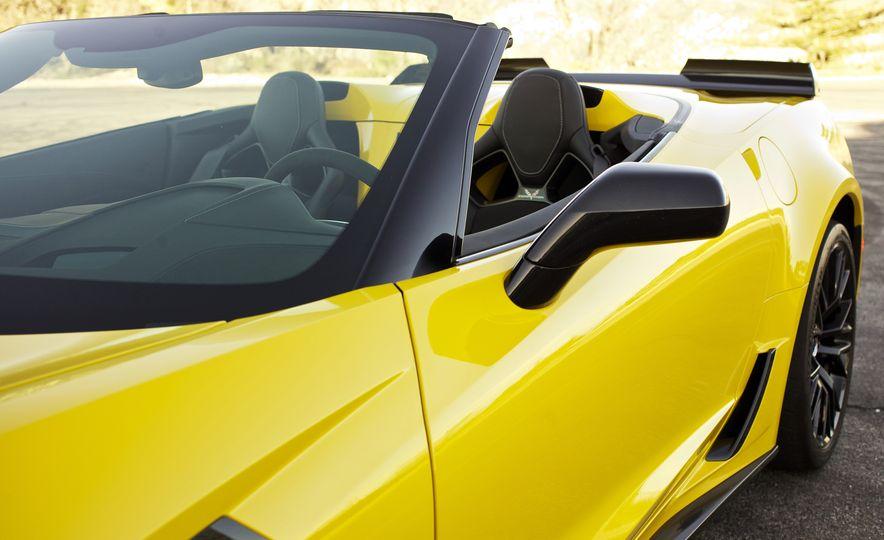 2016 Chevrolet Corvette Z06 C7.R Edition and Chevrolet Corvette C7.R race car - Slide 36