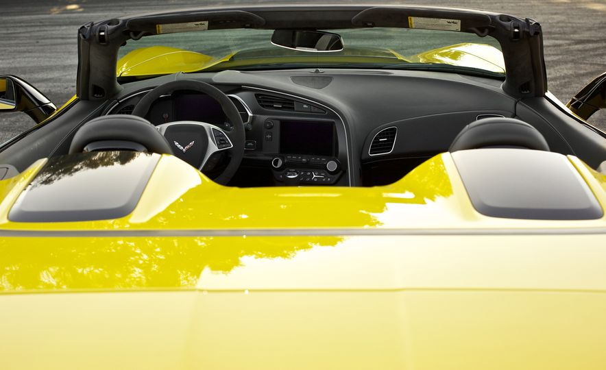 2016 Chevrolet Corvette Z06 C7.R Edition and Chevrolet Corvette C7.R race car - Slide 38