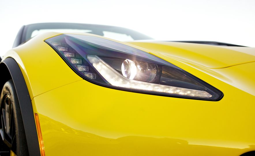 2016 Chevrolet Corvette Z06 C7.R Edition and Chevrolet Corvette C7.R race car - Slide 40
