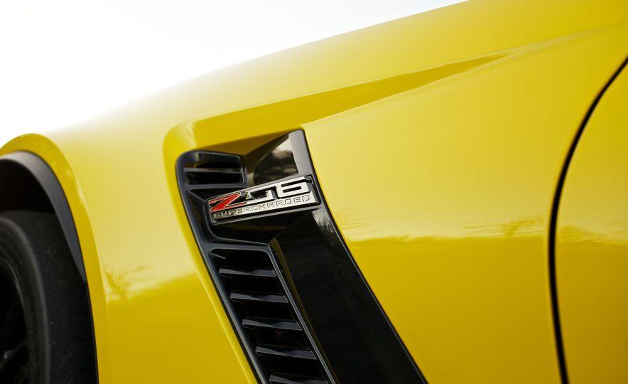 2016 Chevrolet Corvette Z06 C7.R Edition and Chevrolet Corvette C7.R race car - Slide 41