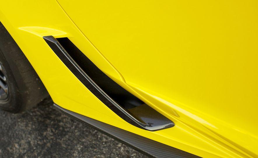 2016 Chevrolet Corvette Z06 C7.R Edition and Chevrolet Corvette C7.R race car - Slide 42