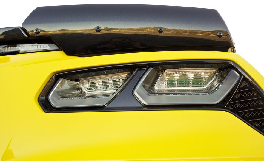 2016 Chevrolet Corvette Z06 C7.R Edition and Chevrolet Corvette C7.R race car - Slide 44