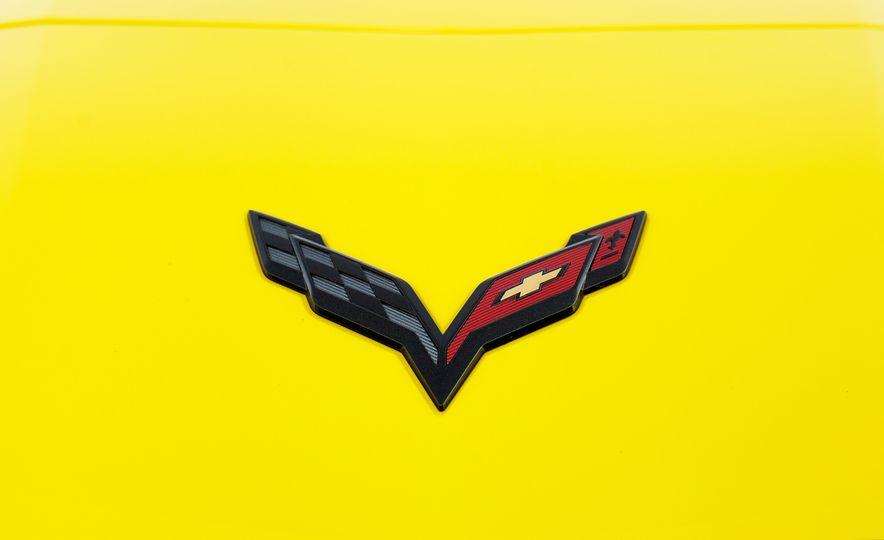 2016 Chevrolet Corvette Z06 C7.R Edition and Chevrolet Corvette C7.R race car - Slide 45