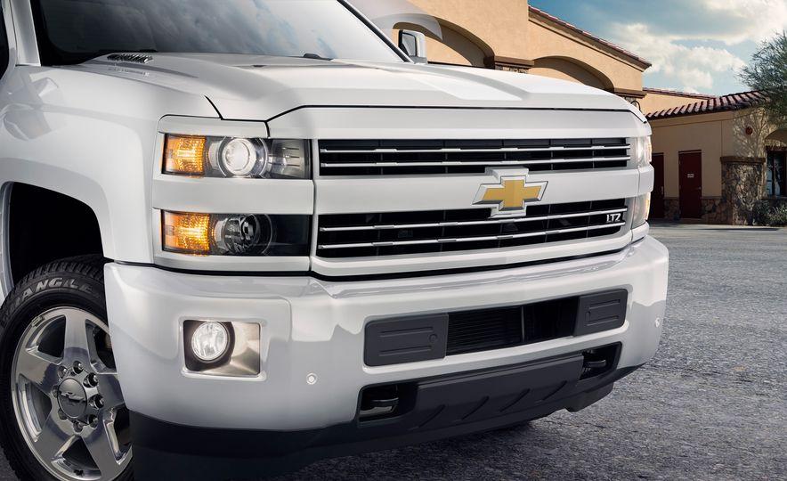 2015 Chevrolet Silverado 2500 Custom Sport HD - Slide 3