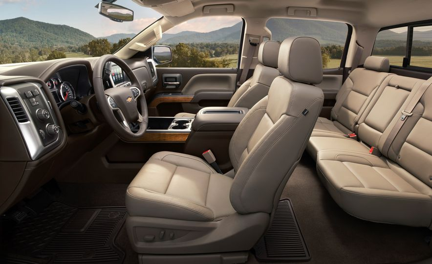 2015 Chevrolet Silverado 2500 Custom Sport HD - Slide 11