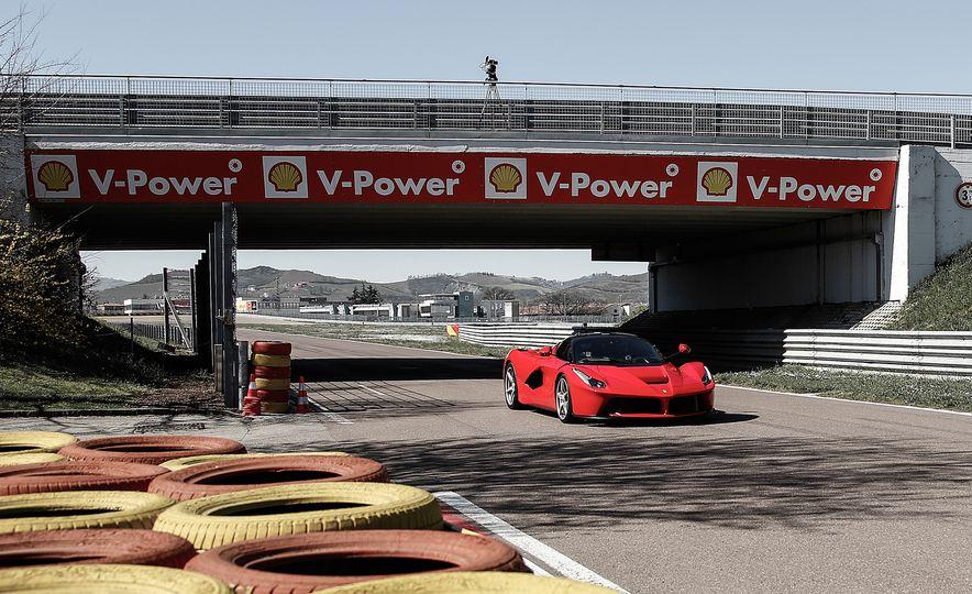 2015 Ferrari LaFerrari - Slide 1