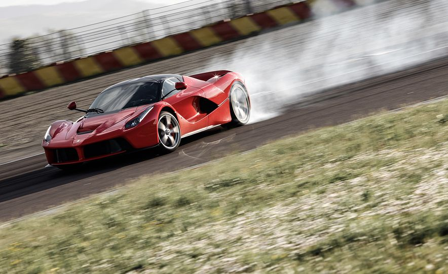 2015 Ferrari LaFerrari - Slide 2