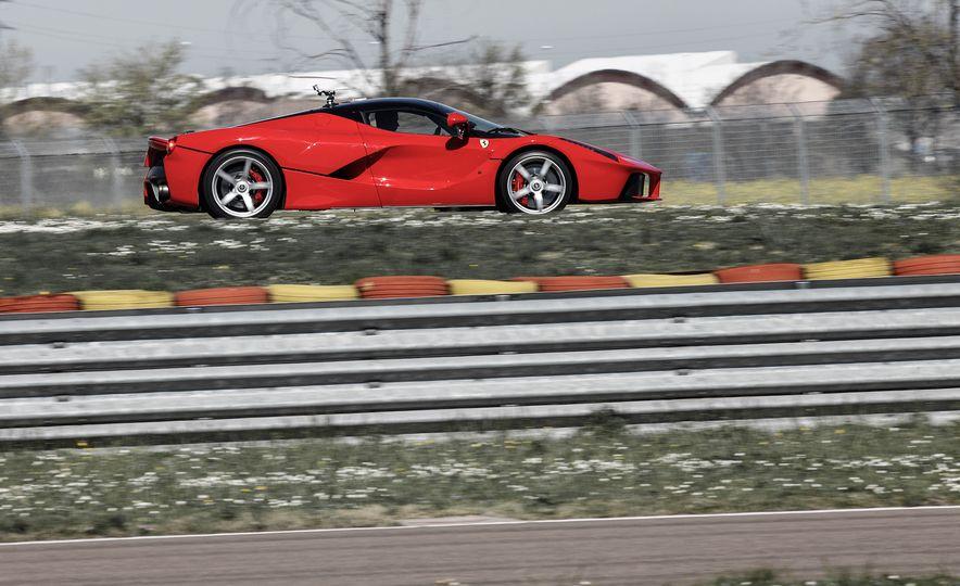 2015 Ferrari LaFerrari - Slide 22