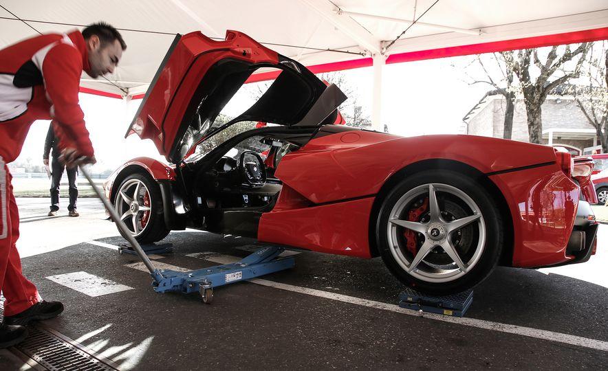 2015 Ferrari LaFerrari - Slide 30
