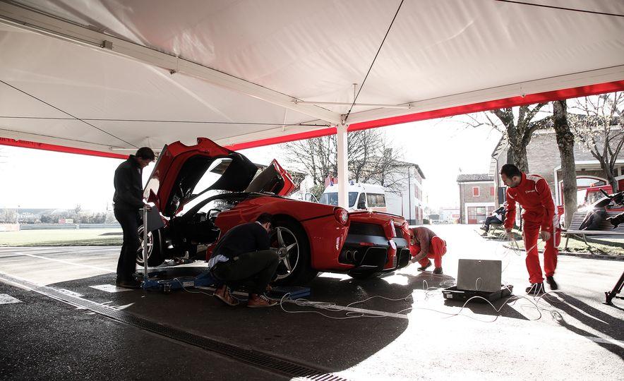 2015 Ferrari LaFerrari - Slide 31