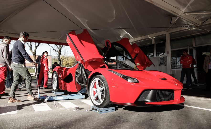 2015 Ferrari LaFerrari - Slide 32