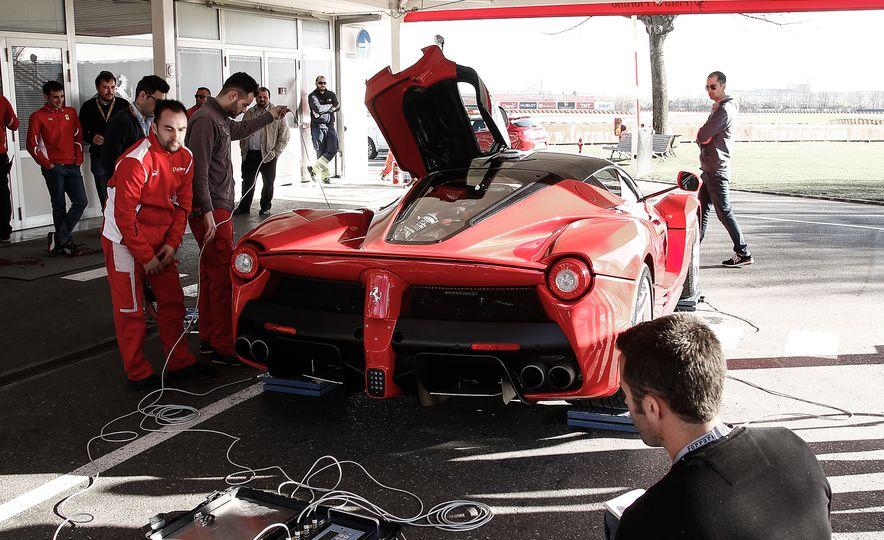 2015 Ferrari LaFerrari - Slide 35
