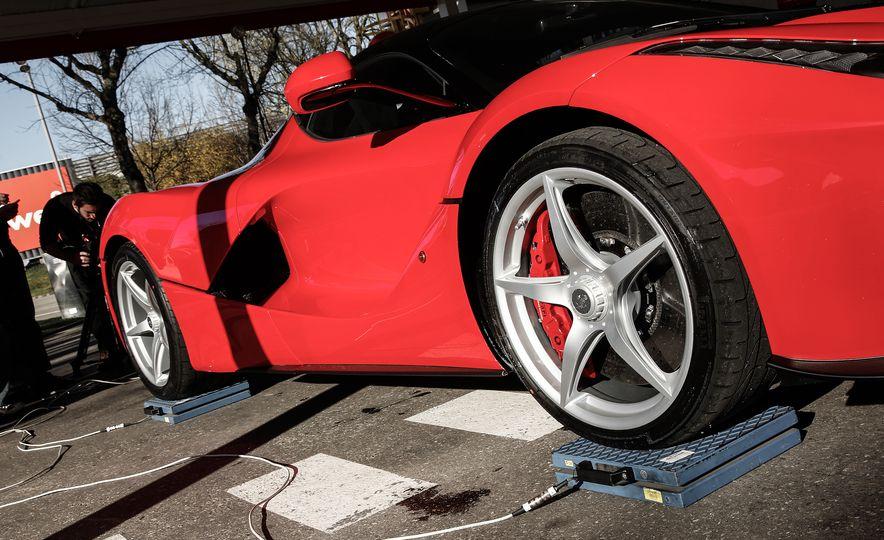 2015 Ferrari LaFerrari - Slide 38