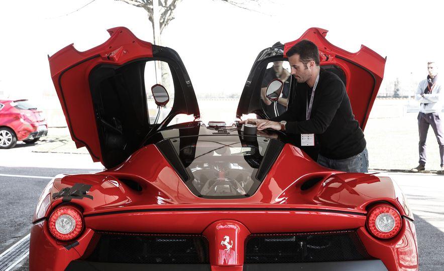 2015 Ferrari LaFerrari - Slide 40