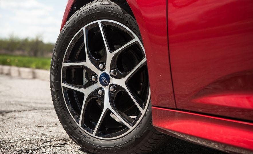 2015 Ford Focus 1.0L EcoBoost - Slide 15
