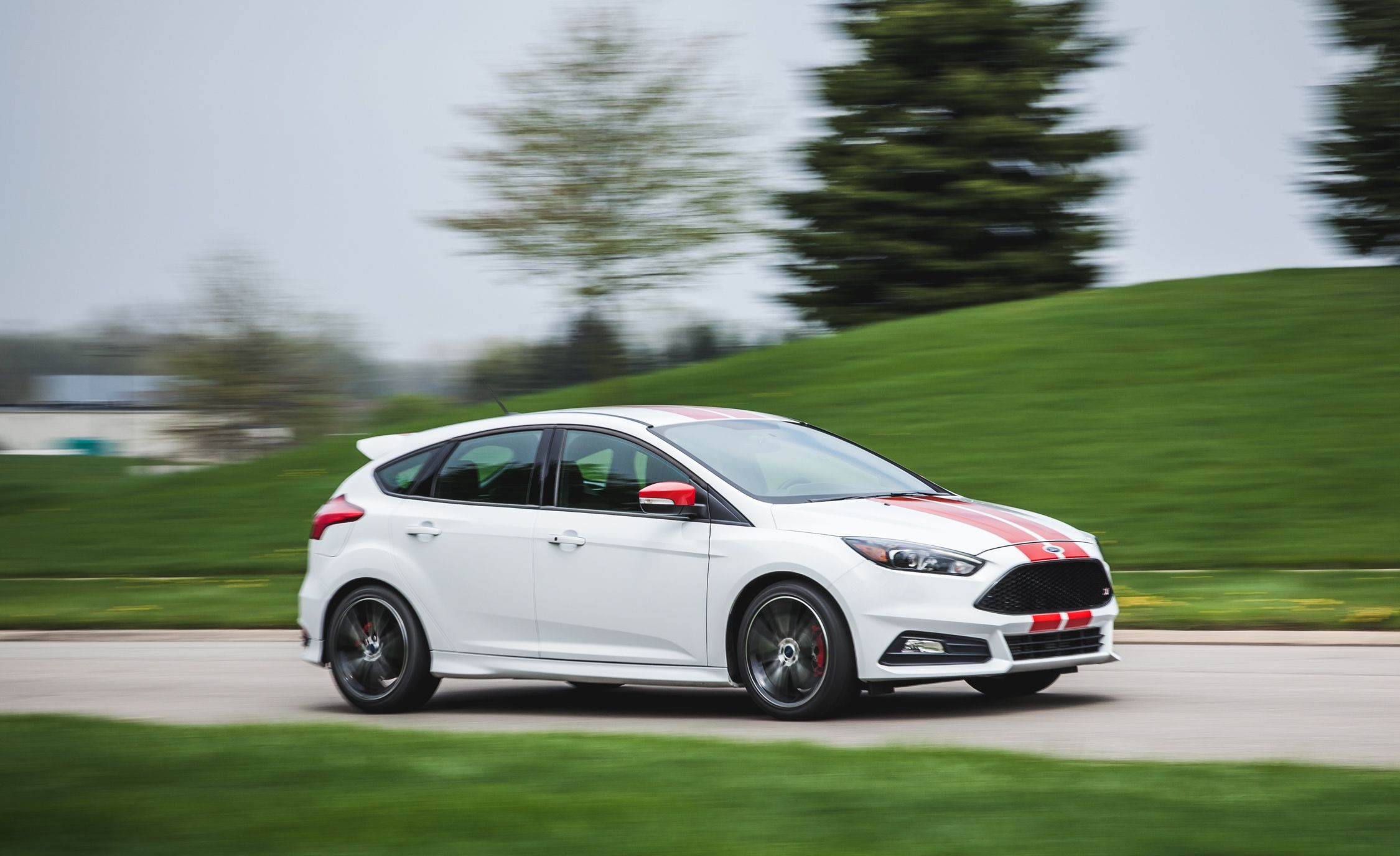 Ford Focus St Reviews Ford Focus St Price Photos And Specs Car And Driver