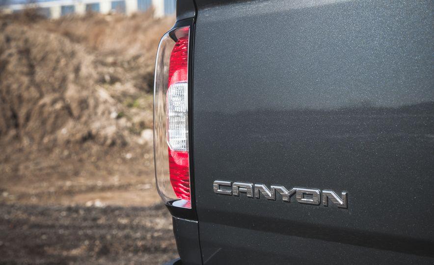 2015 GMC Canyon 2.5L 4x4 - Slide 14