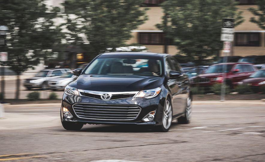 2015 Toyota Avalon XLE Touring - Slide 1