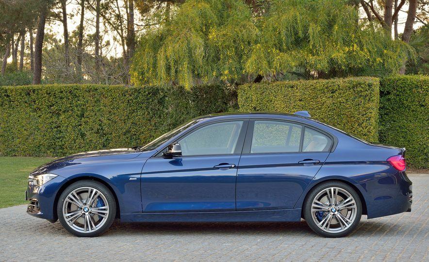2016 BMW 340i Sport Line sedan - Slide 3
