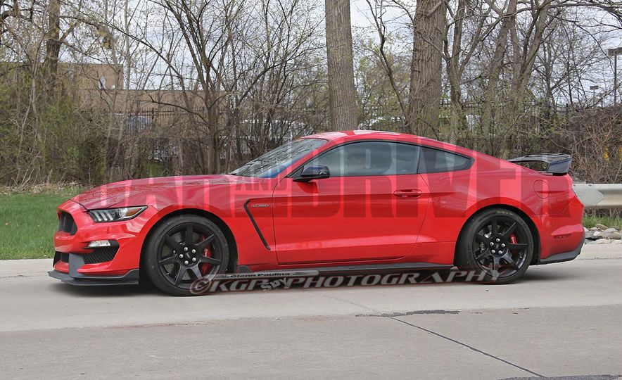 2016 Ford Mustang GT350R (spy photo) - Slide 10