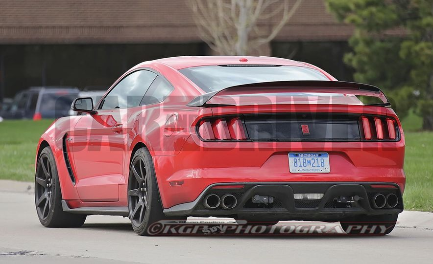 2016 Ford Mustang GT350R (spy photo) - Slide 17