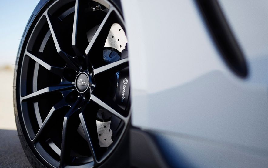 2016 Ford Mustang Shelby GT350R - Slide 38