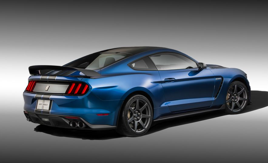 2016 Ford Mustang Shelby GT350R - Slide 2