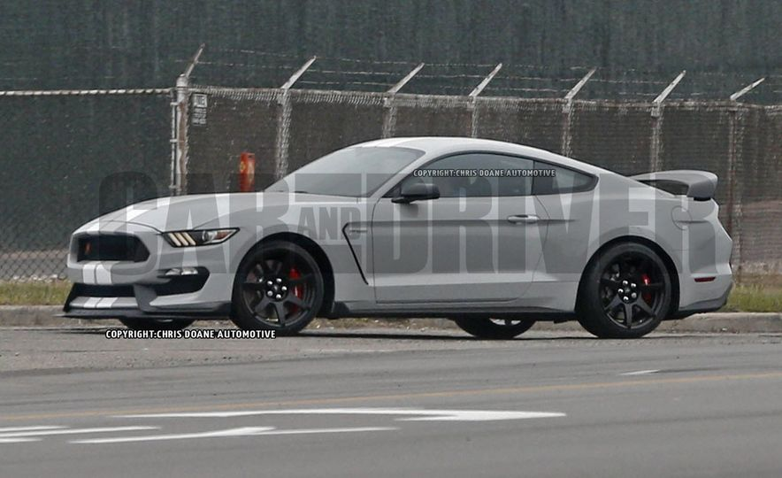 2016 Ford Mustang Shelby GT350R - Slide 1